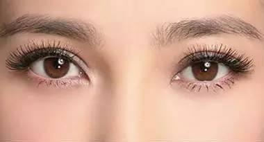 闪亮的双眼皮眼神
