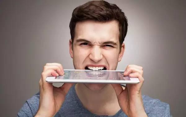 请勿用种植牙连续咀嚼过硬的食物